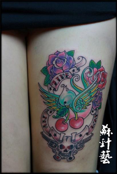 苏针艺彩色玫瑰骷髅纹身