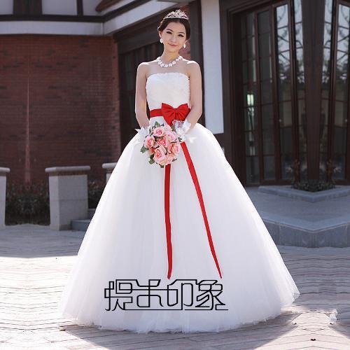 韩式婚纱礼服图片; 娇小可爱的新娘;