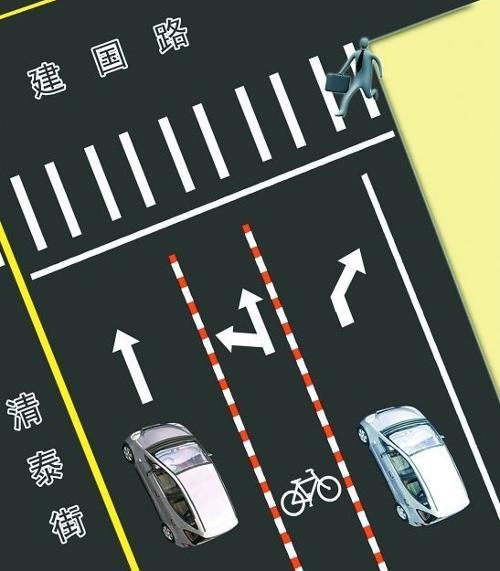 一般而言,机动车道所属区域在道路的中间.有划线的按划线区分.