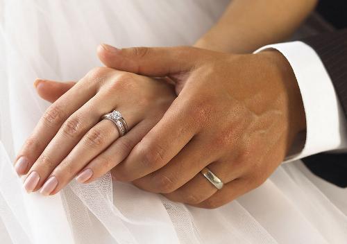 """婚姻法 [1] 》第6条规定:""""结婚年龄,男不得早于22"""