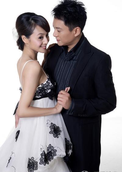 曹颖还故作神秘地在博客上谢谢大家,默认二人婚讯.