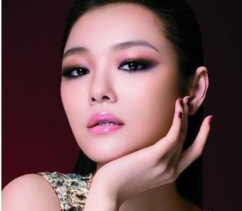 魅惑少女妆_com桃花妆与小猫眼的完美搭配创造出一款粉嫩魅惑的少女妆容!