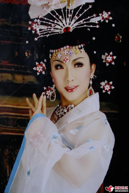 《新贵妃醉酒》也是李玉刚的代表作品之一