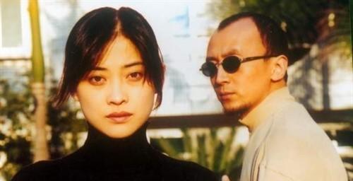《不要和陌生人说话》剧情第十集刘薇向梅湘南告别,决定去...