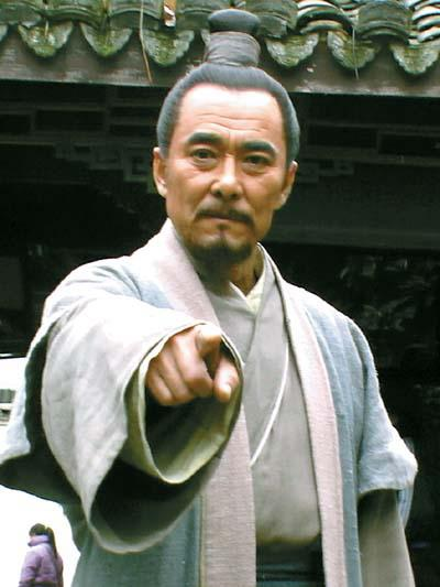 大宋提刑官剧中第一集宋慈在闹市吃肉串,与小偷谈话时,肉串...