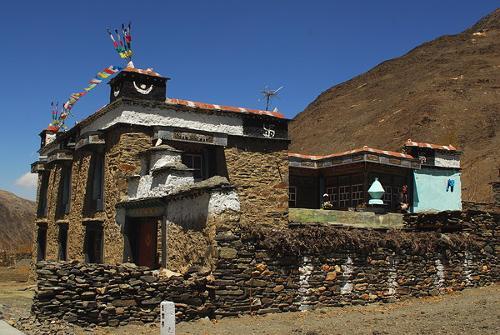 ...族建筑   编辑本段   根据藏历理论,每三十二个半月应闰一个...