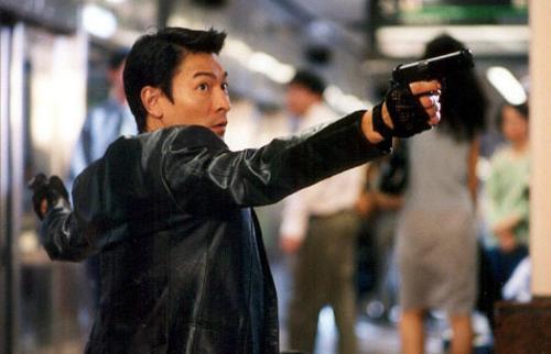 本片讲述了两名敌对的职业杀手Tok(刘德华饰)和O(反町隆史...