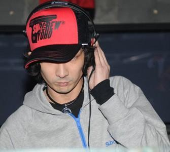 [5] 香港演员李灿森来到市区望江路f lounge,举行潮牌签售会.图片