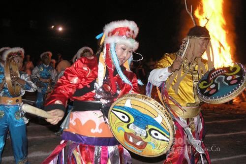 赫哲族赫哲族是中国东北地区一个历史悠久的民族.主要分...