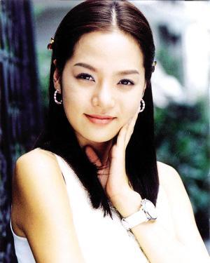 爱上女主播蔡琳�yg�_1999年以《亲爱的你》走红韩国,2000年以《爱上女主播》风靡全亚洲,获