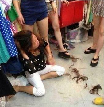 温州女子偷东西败露 被店;