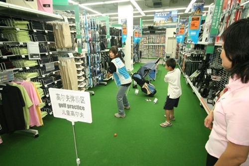 迪卡侬高尔夫体验区迪卡侬公司设立以下运动品牌,按照运动...