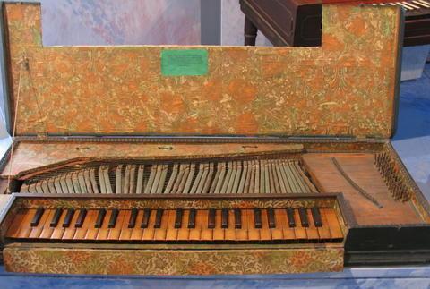 拨弦古钢琴图片