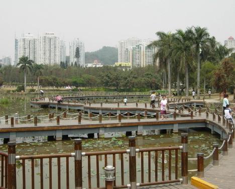 以洪湖由玉沙县到文泉县的历史沿革为背景,以洪湖成因的传说为内容,依