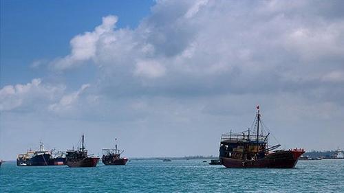 是沟通西沙群岛,中沙群岛和南沙群岛的重要枢纽.