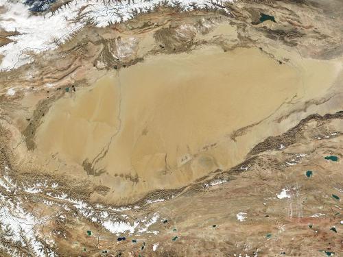 塔里木盆地   1,53万平方公里