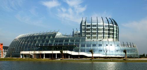 东华大学每年承办上海市国际服装文化