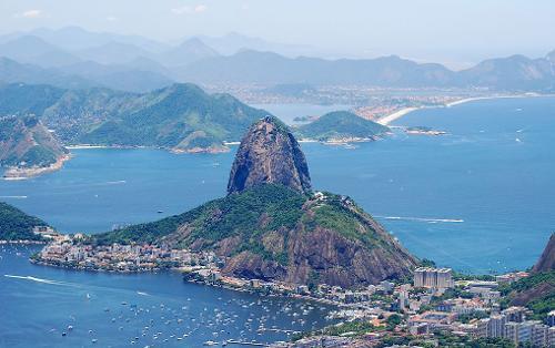 巴西和巴拉圭共有的伊泰普大坝是世界第一大坝; 巴西高原是世界面积