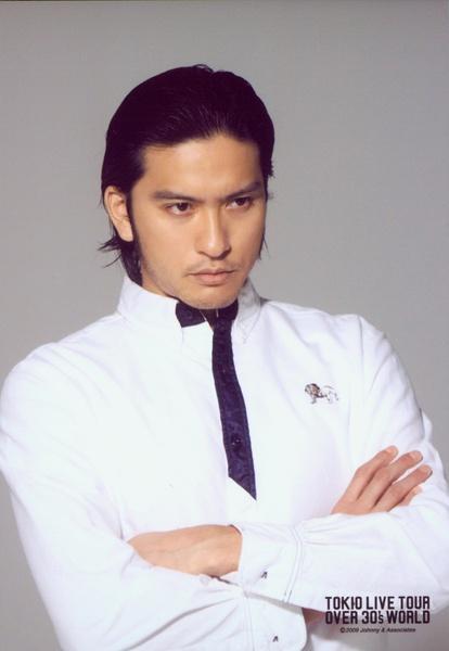白いシャツの長瀬智也