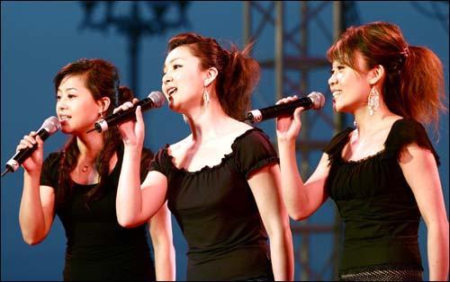 黑鸭子演唱组合