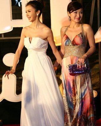 时尚先生盛典在京举办庆典现场,演员孙菲菲与主持人方龄共同登上红毯图片