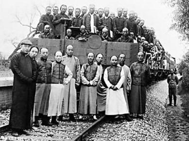 京张铁路修建成是合影 詹天佑 车前图片
