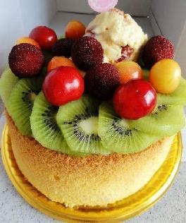 樱桃冰淇淋水果蛋糕