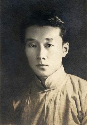 学生时期的周汝昌   1918年4月14日,周汝昌降生于距天津城...