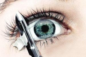近视眼手术会失明吗_近视眼手术后眼睛变形会恢复吗?-