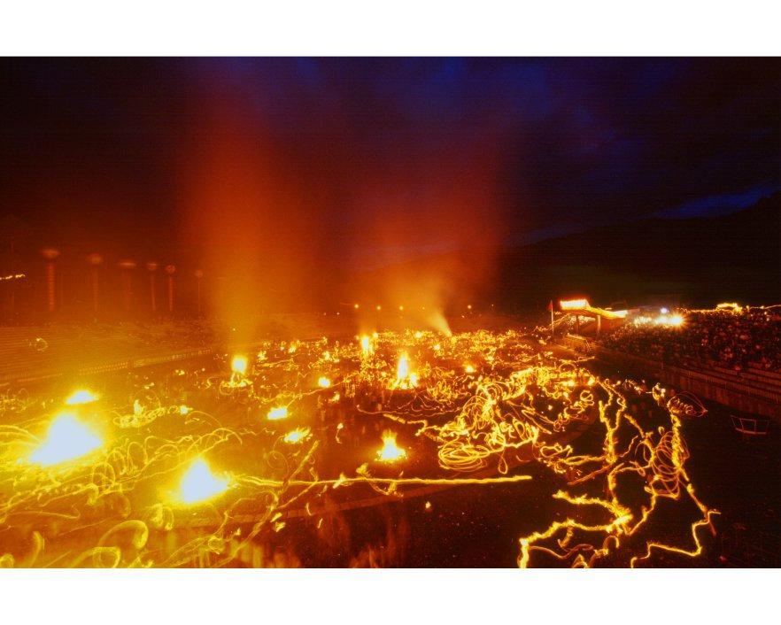 火把节的原生形态,简而言之就是古老的火崇拜.