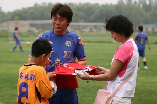 1994北京国安10球 1995北京国安7球 1996北京国安4球 1997 前卫寰岛