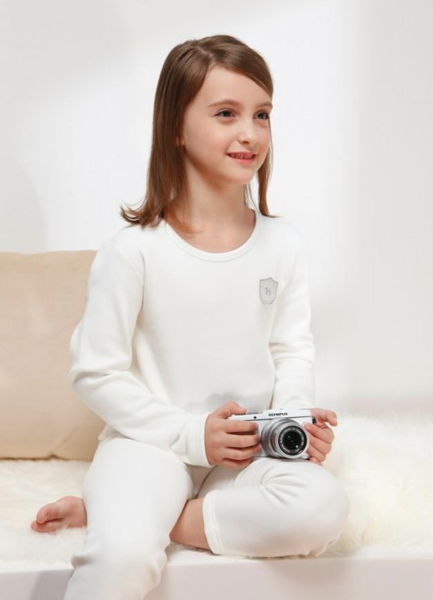 1]英氏儿童内衣是英爱集团2013年推出的大童内衣品牌