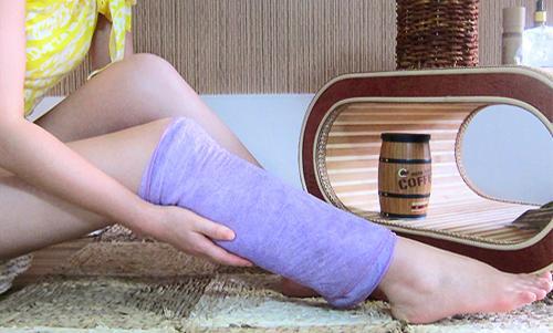 待精油吸收充分以后,按照同样的方法按摩左侧小腿,右侧大腿及右侧小腿