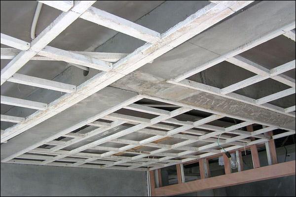 其木龙骨沿墙的尺寸应与同次层的吊顶木龙骨尺寸一样