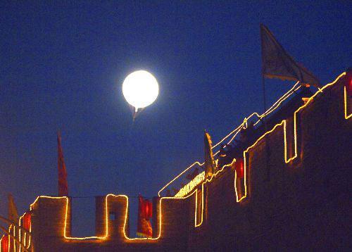 """中国""""人造月亮""""拟上天 亮度可达月光8倍"""
