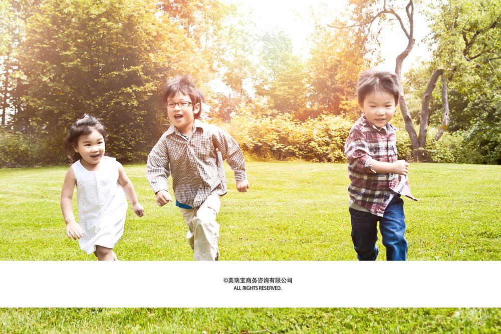外国奔跑的儿童