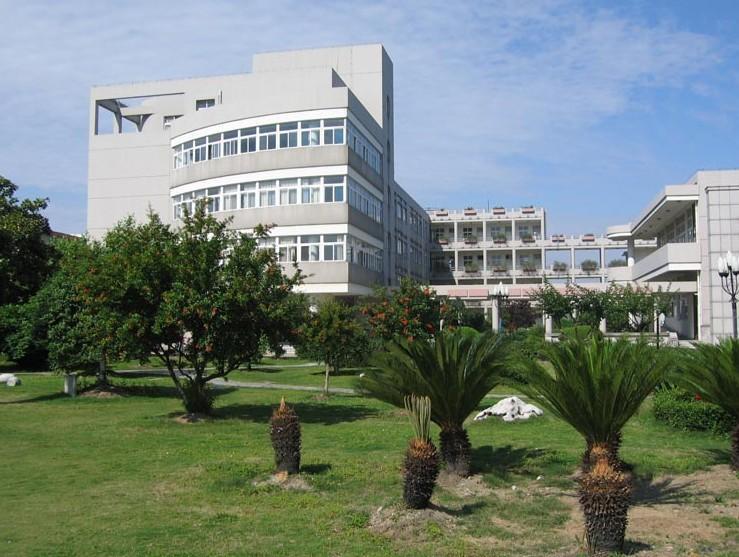 嘉兴南洋职业技术学院有护理学吗 与上海长宁科技学院宿舍环境哪个优
