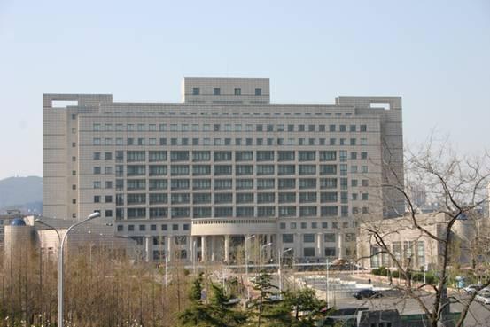 2013年1月,原东北财经大学津桥商学院与原大连工业大学艺术与信息工程