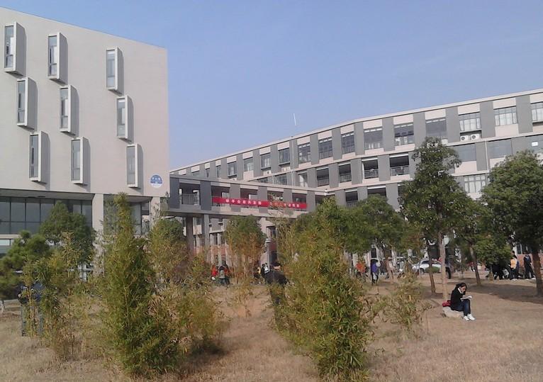 玉米育种安徽省工程技术研究中心;建有种植科技园,畜牧科技园,食品