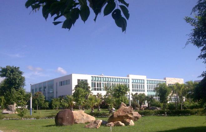 三亚航空旅游职业学院校园一角