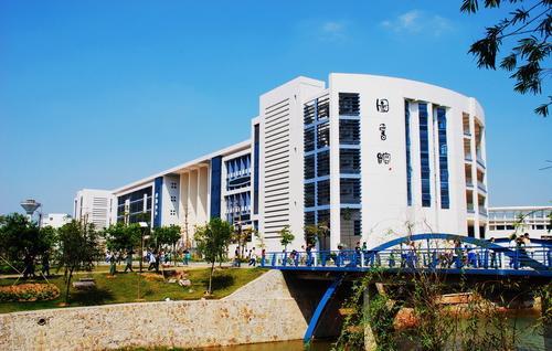 中山职业技术学院怎样?宿舍环境呢?:挺好的,宿舍有空调,东区饭图片