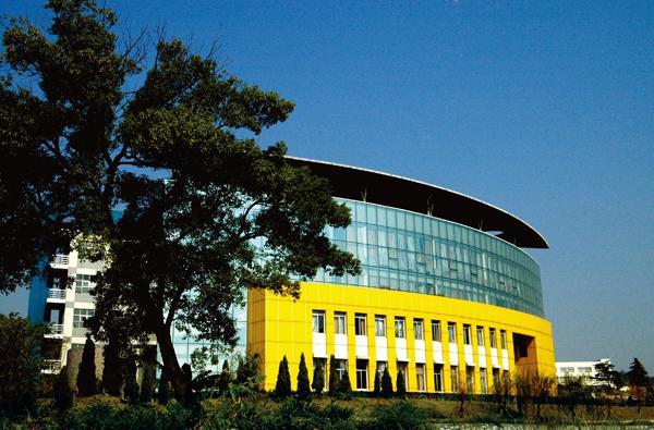 湘江师范大专班与长沙基础大学办学初期系两块校名,一套班子管理学校.图片