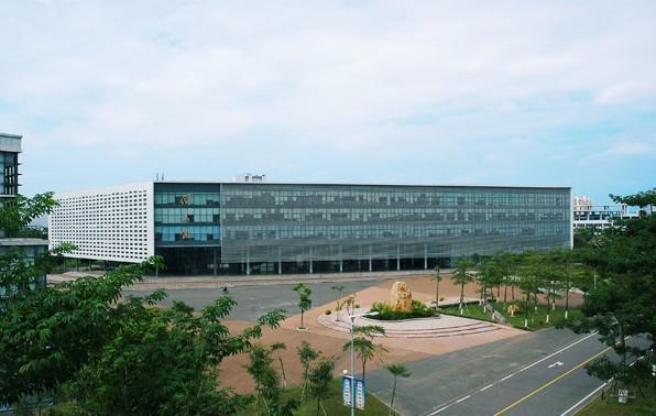 东莞理工学院图书馆馆采用国际先进图书馆管理模式