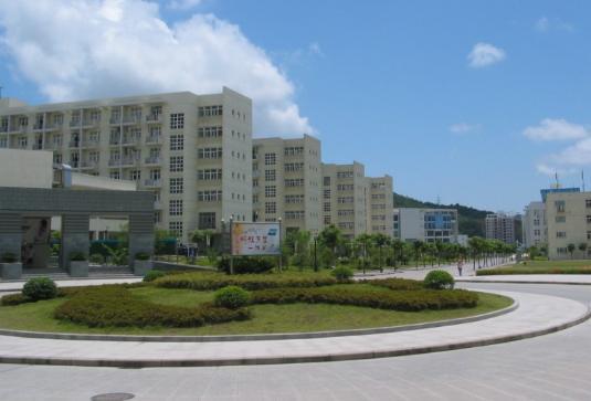 学校本部位于浙江舟山群岛新区,在杭州建有萧山校区,另外还有长峙岛
