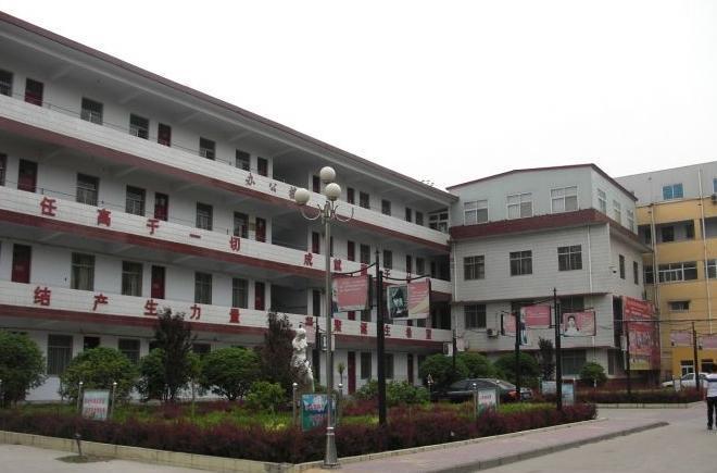 许昌市第三高级中学校园风光生物遗高中图片