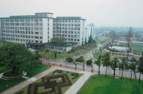国立中央大学在南京重建医学院; 1937年,抗日战争爆发,随大学迁往成都