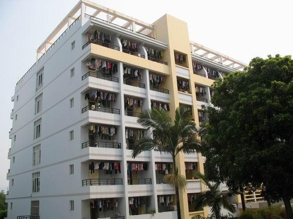 贵县高级中学(1978-1988)贵港市高级中学(县级,1988-1996),直至现在的