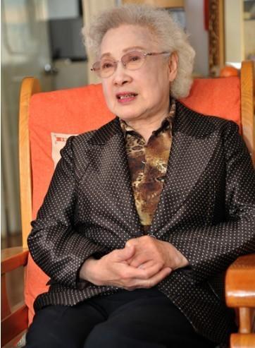 建国后,秦怡任上海电影制片厂演员,演员剧团副团长,曾在《女篮五号》
