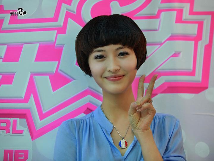 2011年快乐女声人气歌手杨洋扮演张卫健的二老婆图片
