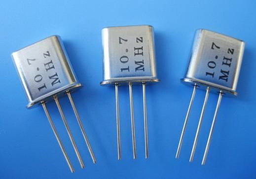 石英晶体振荡器与石英晶体谐振器都是提供稳定电路频